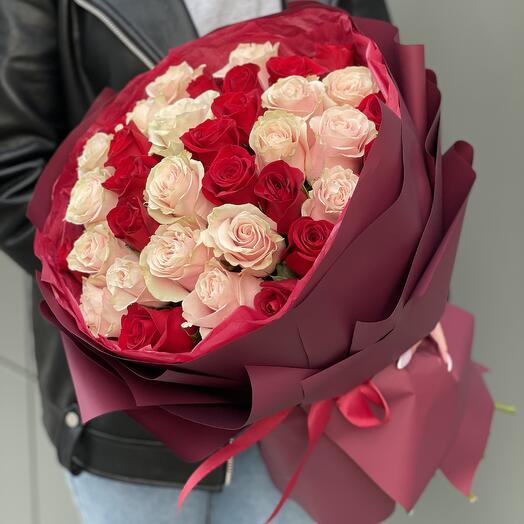 Букет Эстер из красных и розовых роз