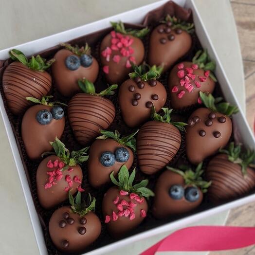 ТОП! Клубника в молочном шоколаде 16 ягод