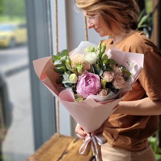 Букет с пионом и розой