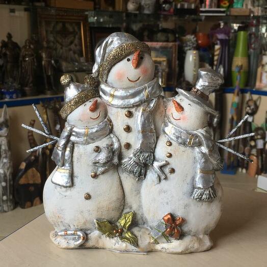 Снеговики три друга