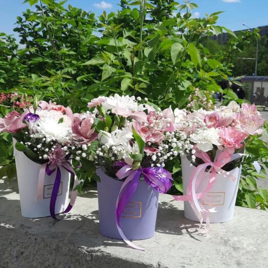 Композиция из орхидеи, альстромерии и хризантемы