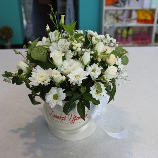 Белая шляпная коробка: букеты цветов на заказ Flowwow
