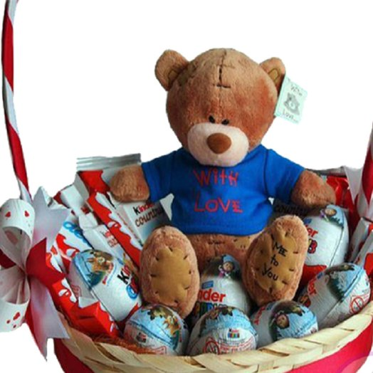 Корзина Киндер с медвежонком: букеты цветов на заказ Flowwow