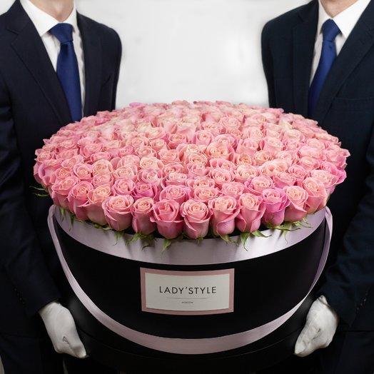 Эквадорские розы в шляпной коробке размера Premier: букеты цветов на заказ Flowwow