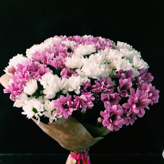 Букет из белых и розовых кустовых хризантем : букеты цветов на заказ Flowwow