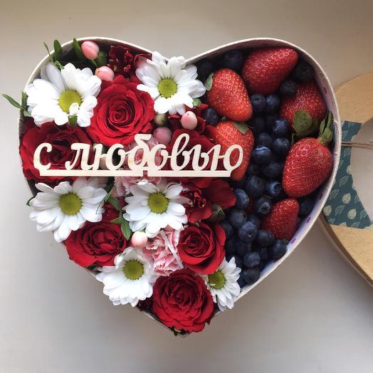 Цветочная коробочка с клубникой и голубикой: букеты цветов на заказ Flowwow
