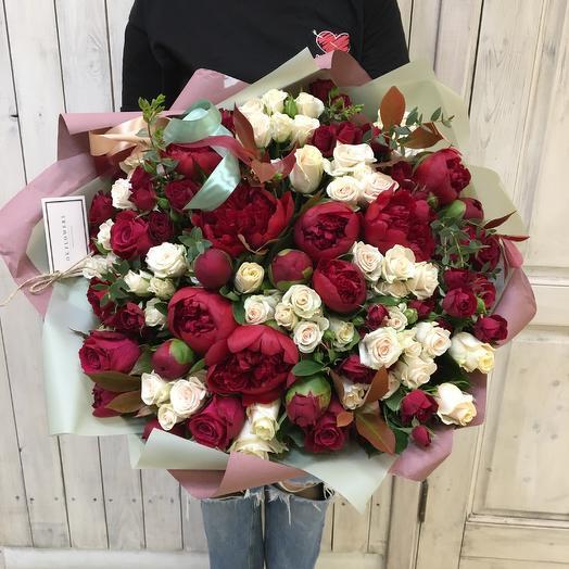 Контрастный и солидный для особых случаев: букеты цветов на заказ Flowwow