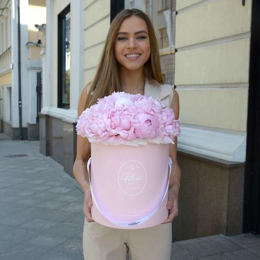 """Шляпная коробка Grand """"Пионы Sarah Bernhardt"""" PINK: букеты цветов на заказ Flowwow"""