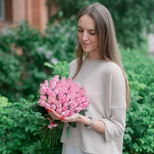 Букет из 51 розовой кенийская роза: букеты цветов на заказ Flowwow