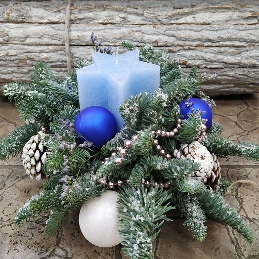 """Композиция со свечой """"Новогодняя"""": букеты цветов на заказ Flowwow"""