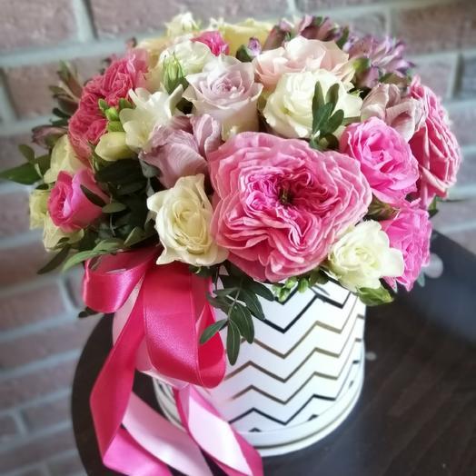 Яркая Шляпная коробка: букеты цветов на заказ Flowwow