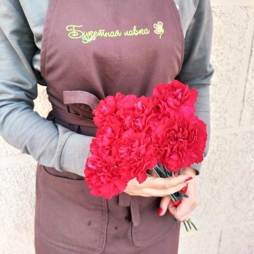 7 carnations
