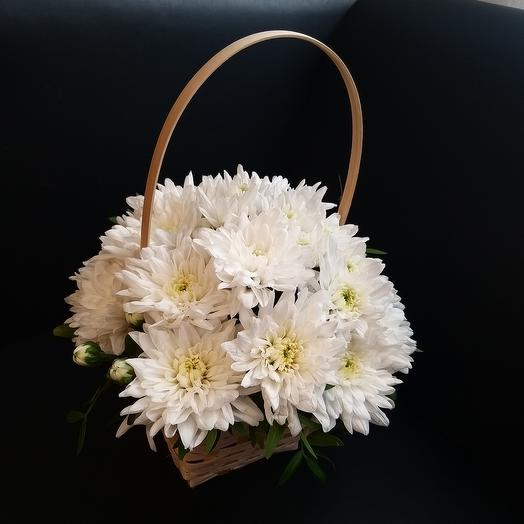 Basket with chrysanthemum