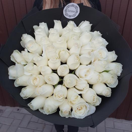 51 роза в дизайнерской упаковке