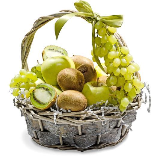 Корзина с зелеными фруктами