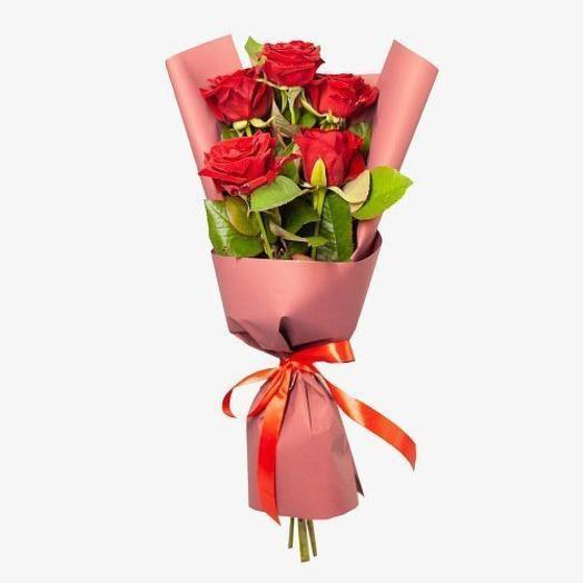 Букет из 5  алых роз