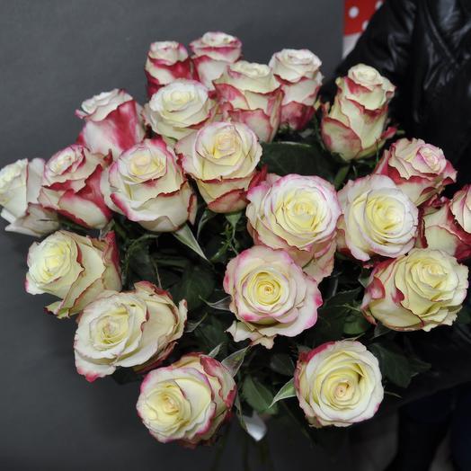 Розы Sweetnes ( Свитнес) 60 см. 21 шт