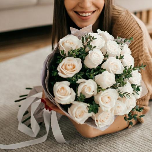 Букет из 21 белой премиум розы 0081