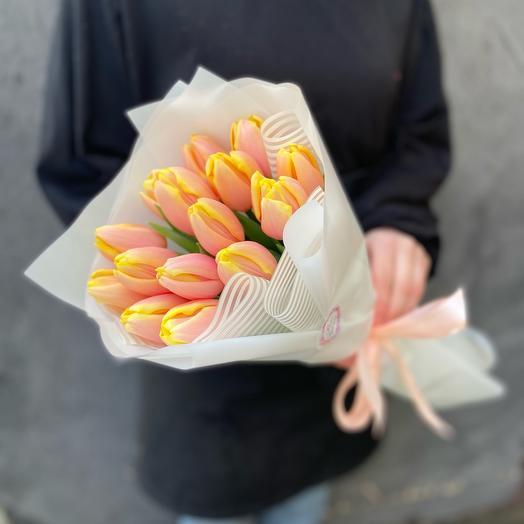 Букет 15 кремовых персиковых тюльпанов