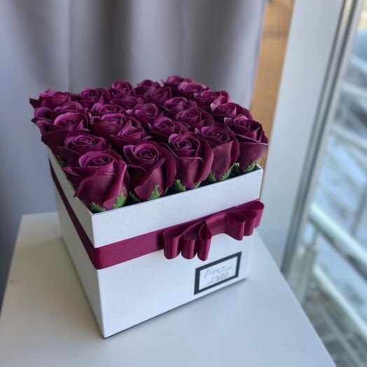 Розы из мыла в коробочке размер М