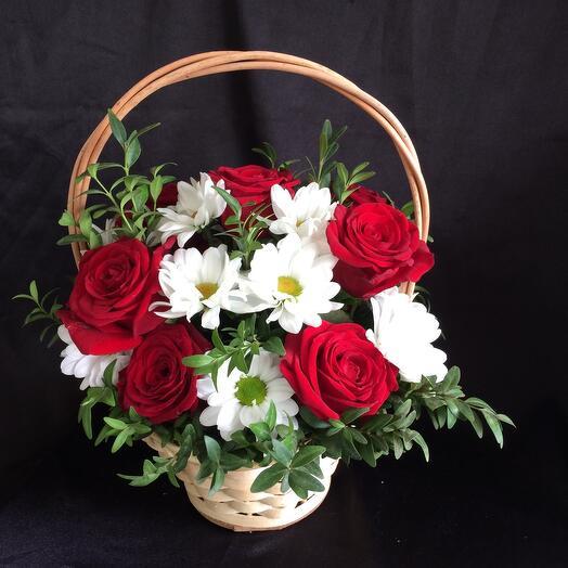 Корзина с цветами  Вероника 4
