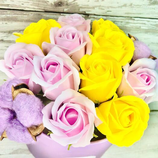 Яркий букет из 11 мыльных роз