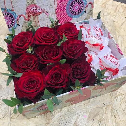Розы в коробке с Рафаэлло