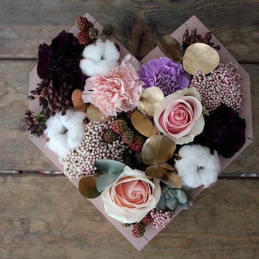 Ящик-сердце с цветами 💜