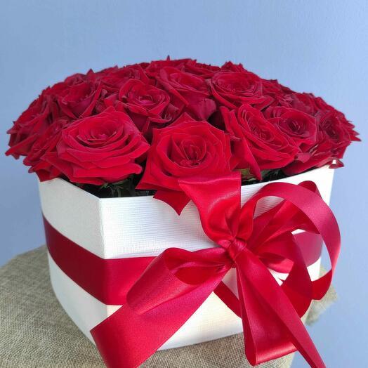 Коробка в форме сердца с 39 розами
