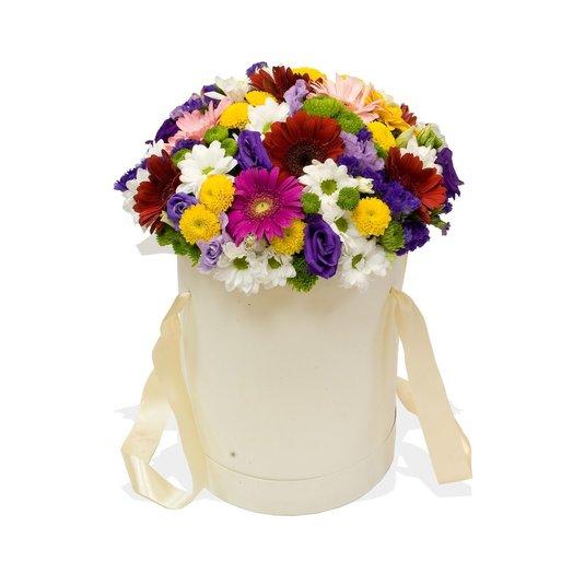 Цветы в шляпной коробке Жизнь прекрасна: букеты цветов на заказ Flowwow