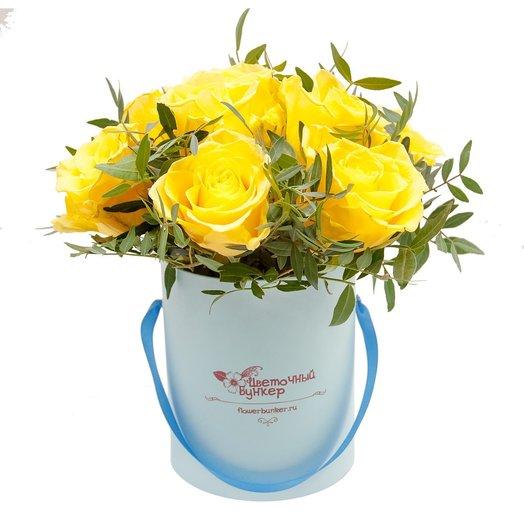 Розы в шляпной коробке Малышка в голубом: букеты цветов на заказ Flowwow