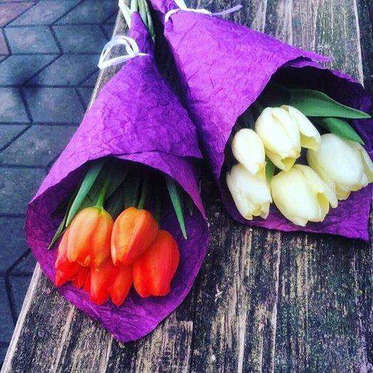 Букет из 5 тюльпанов в фирменной упаковку: букеты цветов на заказ Flowwow