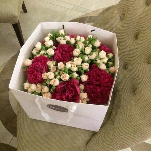 Букет из пионов и кустовой розы Яна: букеты цветов на заказ Flowwow