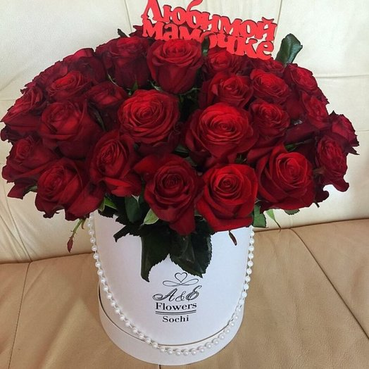 Коробка с красными розами: букеты цветов на заказ Flowwow