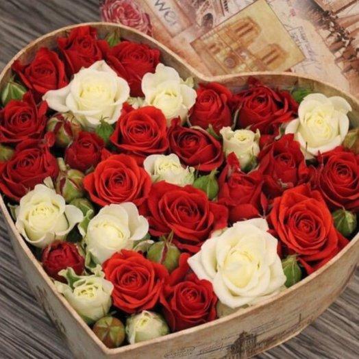 Коробочка Красно Белое: букеты цветов на заказ Flowwow