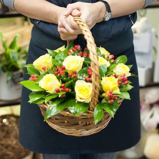 "Корзина из желтых роз ""Осенний вальс"": букеты цветов на заказ Flowwow"