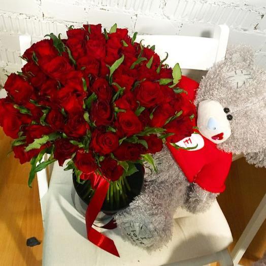 Мишка Teddy и букет из 75 красных роз: букеты цветов на заказ Flowwow