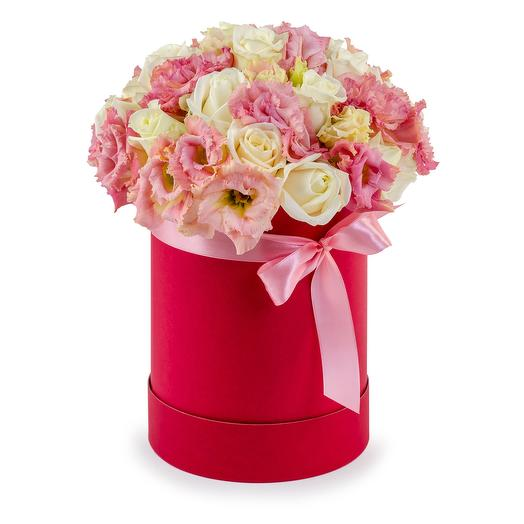 Шляпная коробка с розой и эустомой: букеты цветов на заказ Flowwow
