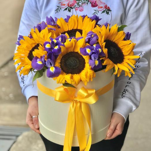 Коробки с цветами. Подсолнухи с ирисами. N533: букеты цветов на заказ Flowwow