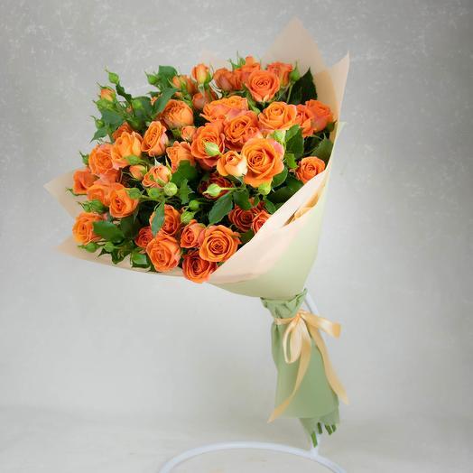 Bouquet of orange spray roses