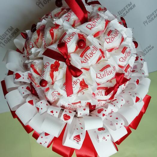 Шар из раффаэлло: букеты цветов на заказ Flowwow