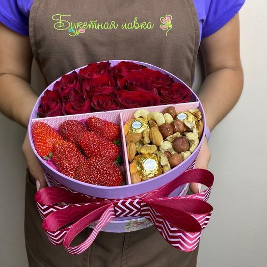 Цветочный набор с клубникой и орехами