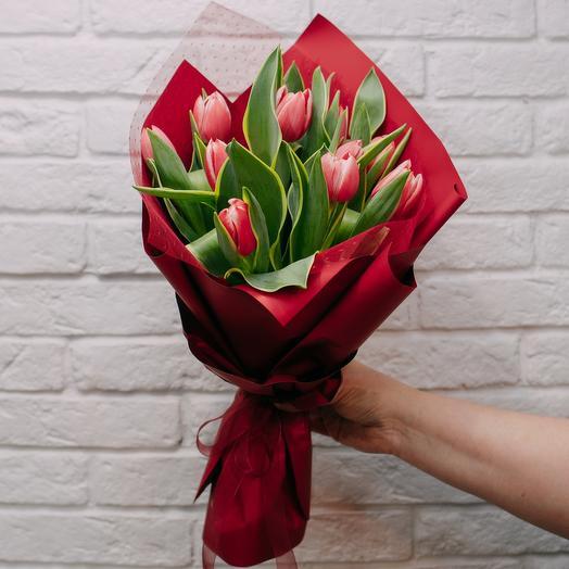 11 тюльпанов в дизайнерской упаковке