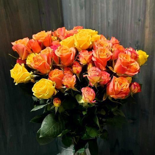 Охапка ярких кустовых роз