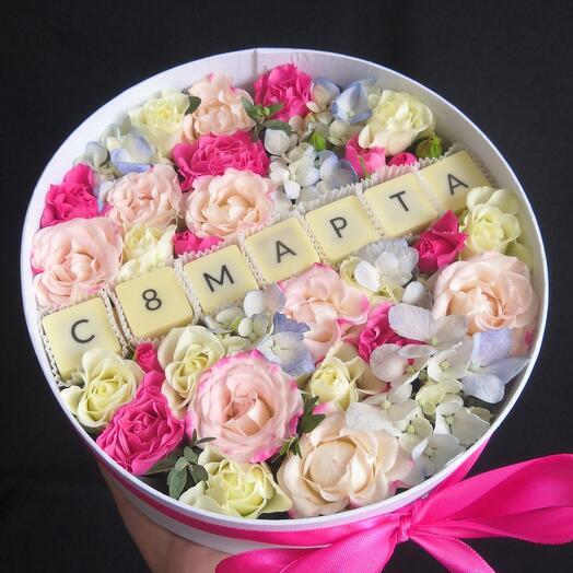 Бельгийский шоколад и цветы в коробочке 8 марта