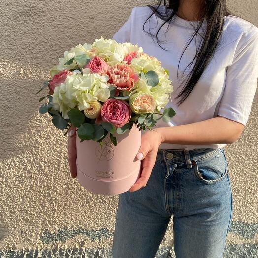 Коробка с гортензией и розами М