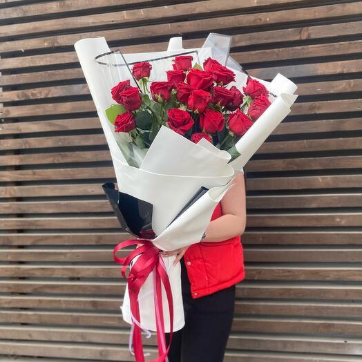 Гигант из 21 розы