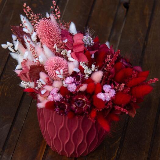 Композиция сухоцветов с вазой