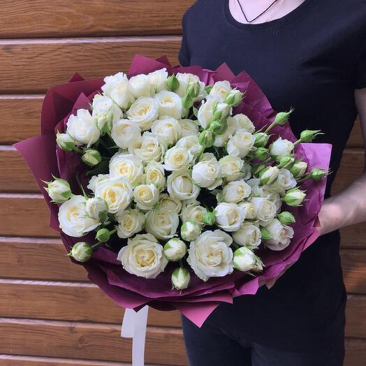 Flowers Lovers - 11 белых кустовых роз