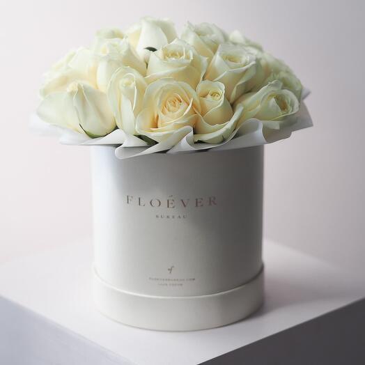 Розы Аваланж в жемчужной коробке M